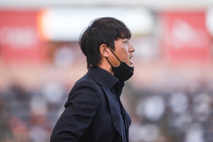 """[Field Mag] '막판 실점' 김남일 감독, """"상대 강한 압박과 피지컬에 밀렸다"""""""